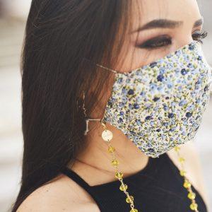 Chica con Sujeta Mascarillas Yellow Personalizado